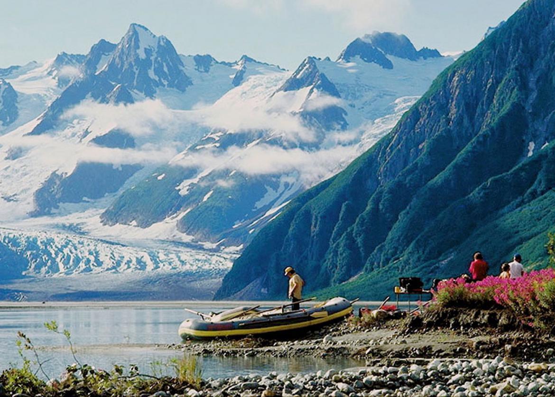 rafting among glaciers and grizzlies on the tatshenshini river