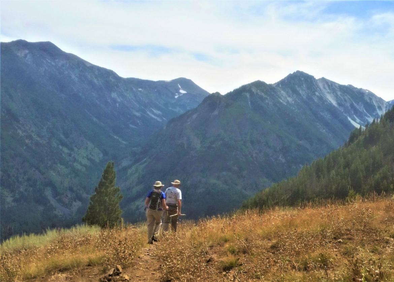 hikes majestic wallowa mountains oregon